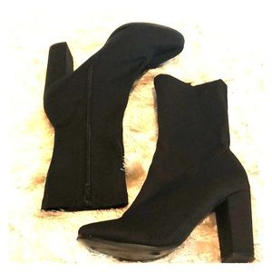 "Boohoo black round closed toe 3.5"" boot 5"
